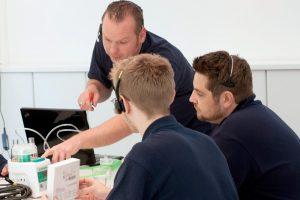 Dienstleistungen - Das Komplett-Paket: Wir bieten technische Unterstützung, schulen und vermitteln.