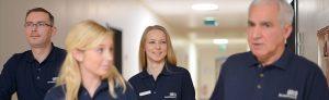 Mitarbeiter der Greisen Produkt Service GmbH bei der Arbeit im Krankenhaus