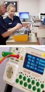 Medizintechniker bei der Prüfung von medizinisch-technischen Geräten